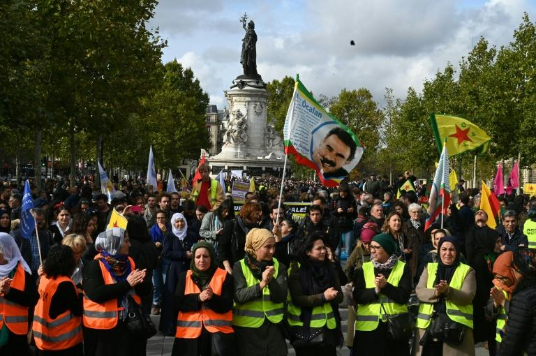 Kurdish demonstrators in Paris waved flags bearing the picture of Kurdish leader Abdullah Ocalan who has been behind bars since 1999 (AFP Photo/DOMINIQUE FAGET)