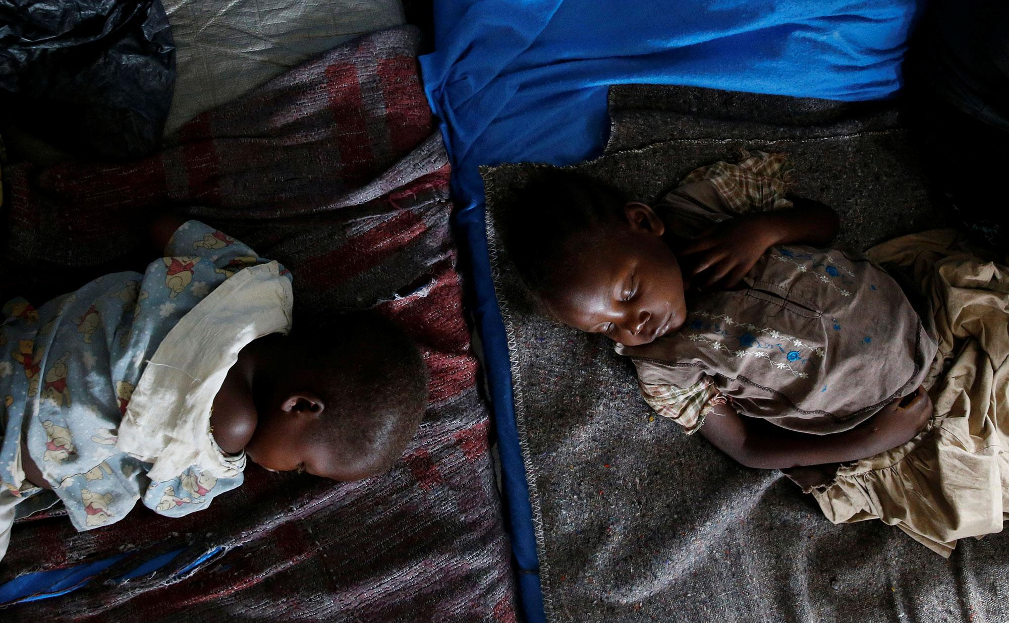 <p>Severely acute malnourished and internally displaced Congolese children wait to receive medical attention at the Tshiamala general referral hospital of Mwene Ditu in Kasai Oriental Province in the Democratic Republic of Congo, March 15, 2018. (Photo: Thomas Mukoya/Reuters) </p>