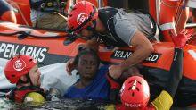Se salvó en el Mediterráneo aferrada a los cuerpos de una mujer y un chico