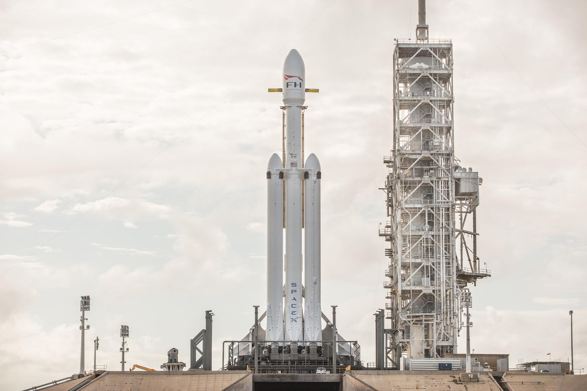 hangar spacex falcon 9 high resolution - photo #45
