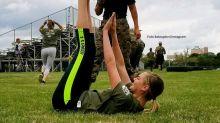 Kate Upton trainiert mit Marines