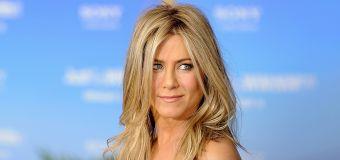 Jen Aniston shares nude to raise coronavirus funds