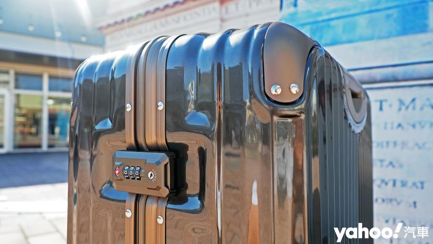 開車旅行更該極致優雅!Bentley 29吋PC+ABS鋁框輕量化行李箱迷人開箱 - 3