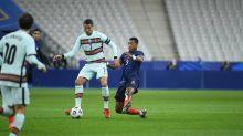 Foot - Bleus - Équipe de France: avantage à la défense face au Portugal