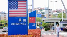 Investors Flee Risk on U.S.-China Row, Powell Warning