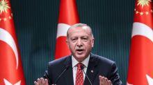 UE diz que declarações de Erdogan sobre Macron são 'inaceitáveis'