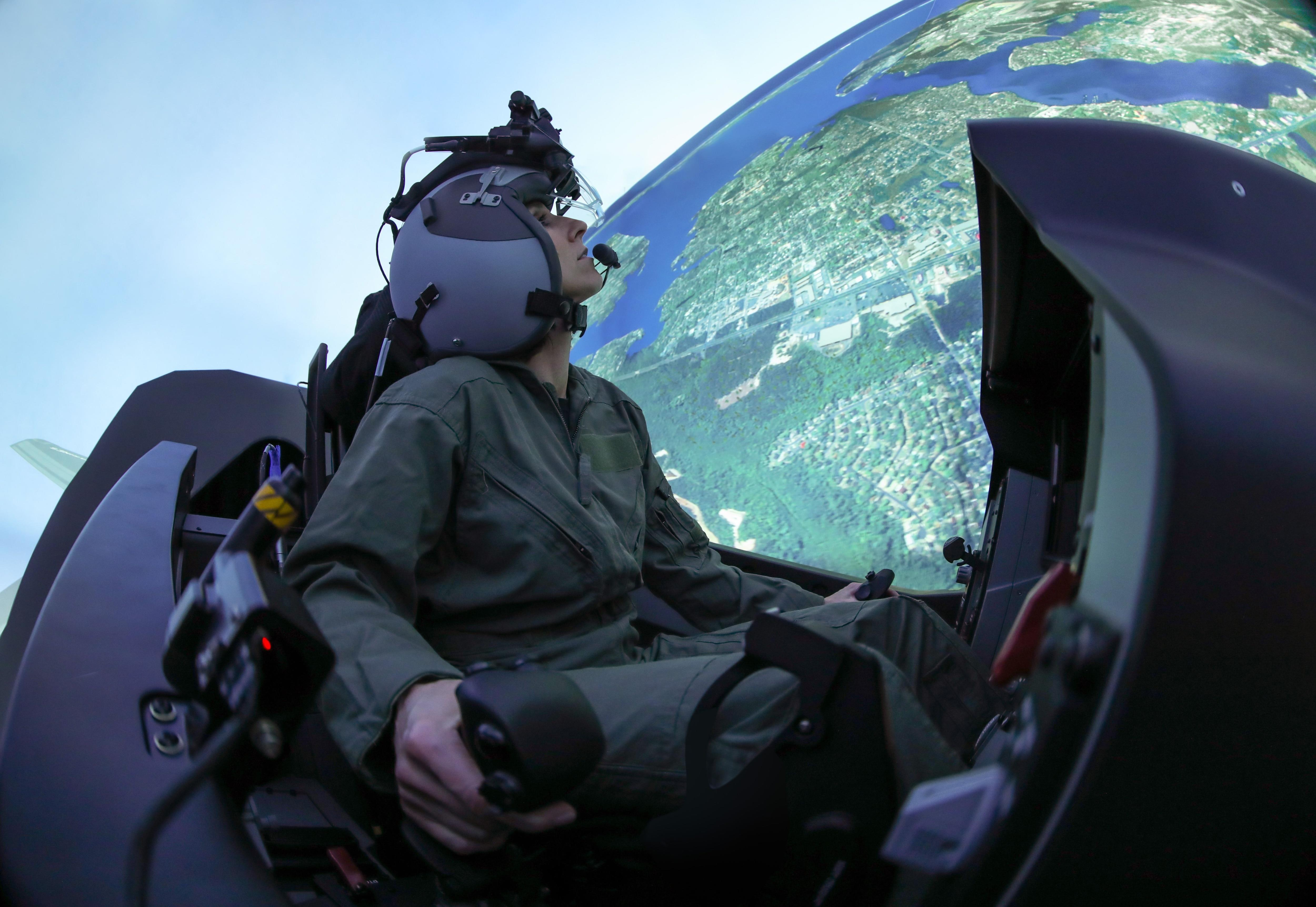 F-35 simulators can now team up with other fighter sims for virtual combat