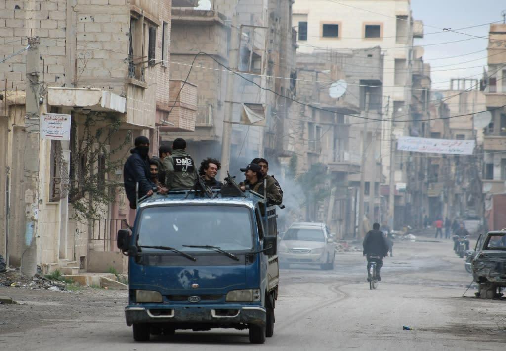 A pick-up truck drives through Deir Ezzor on March 10, 2014 (AFP Photo/Ahmad Aboud)