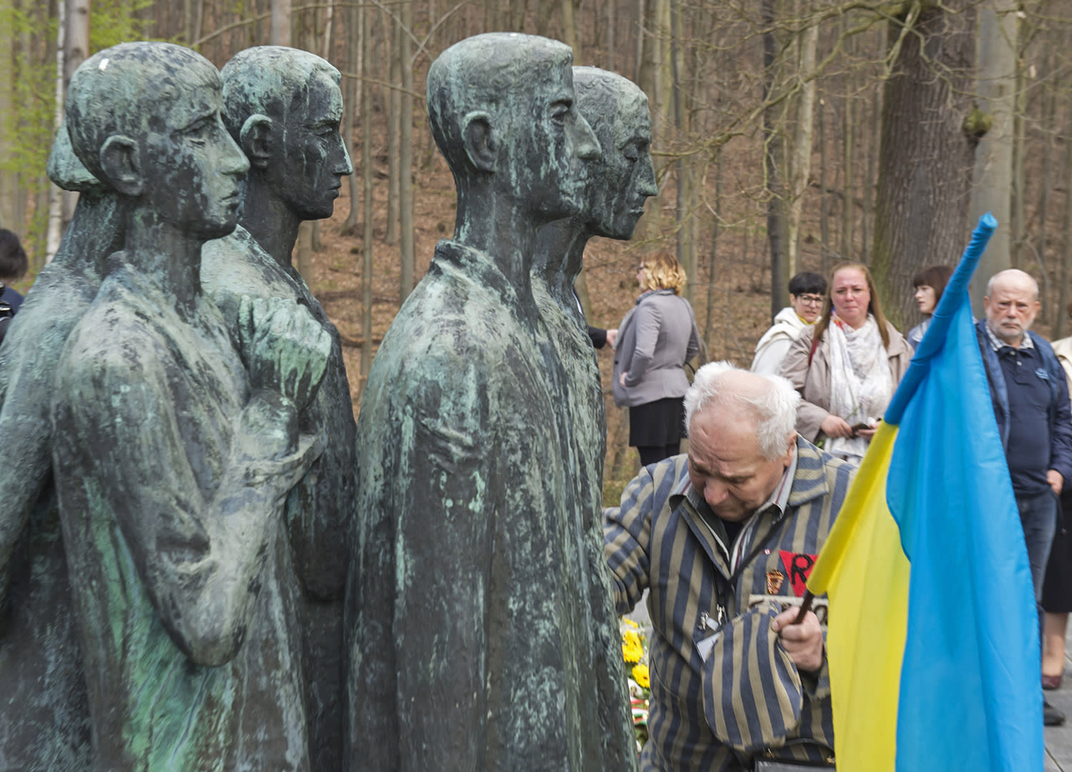 <p>Nazi concentration camp survivor Petro Fedorowitsch Mischuk of Ukraine holds his cap at a memorial during the commemoration ceremonies for the 72th anniversary of the liberation of former Nazi concentration camp Mittelbau-Dora near Nordhausen, central Germany, Monday, April 10, 2017. (Photo: Jens Meyer/AP) </p>
