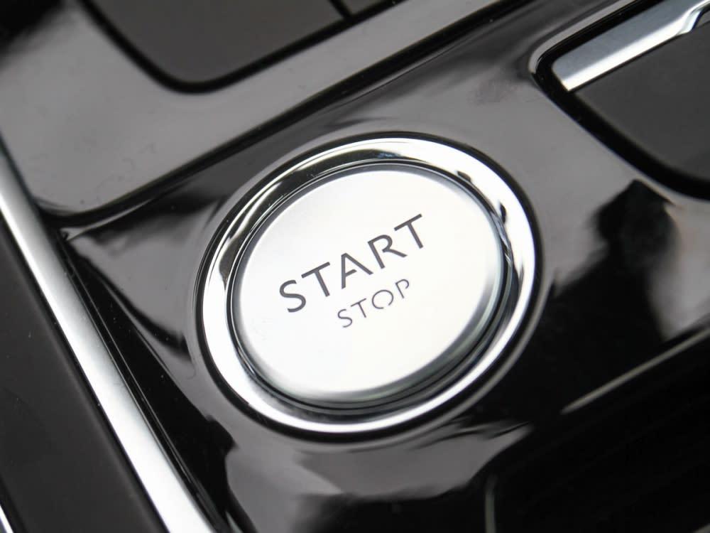 配備免持鑰匙START/STOP一觸即發的引擎啟動鈕。