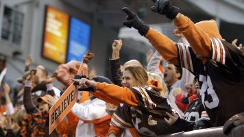 Browns fans give new kicker standing ovation