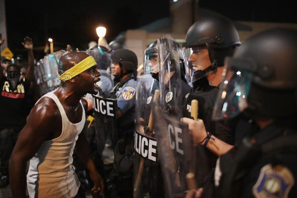 Protests over St Louis police shooting turn violent for third day