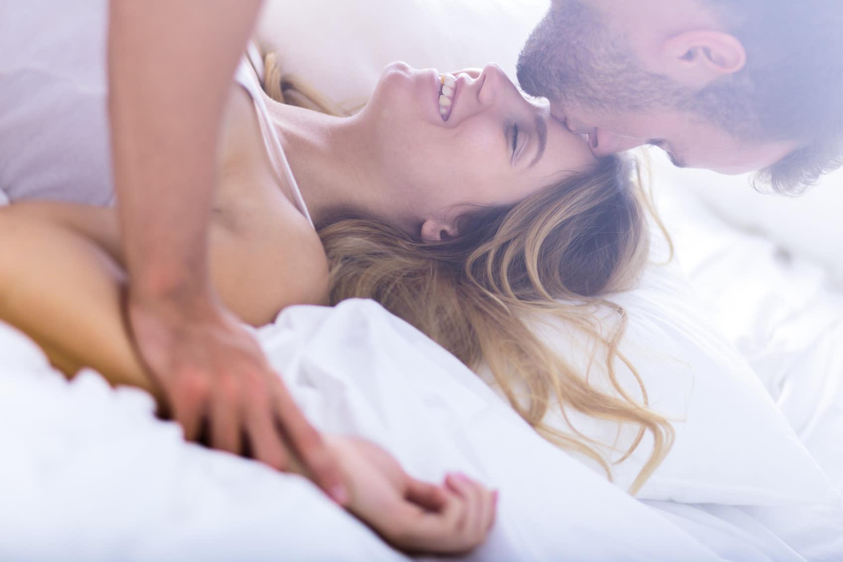 Женские стоны в кровати