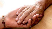 Kündigen wegen Pflegefall: Sperre bei Arbeitslosengeld droht