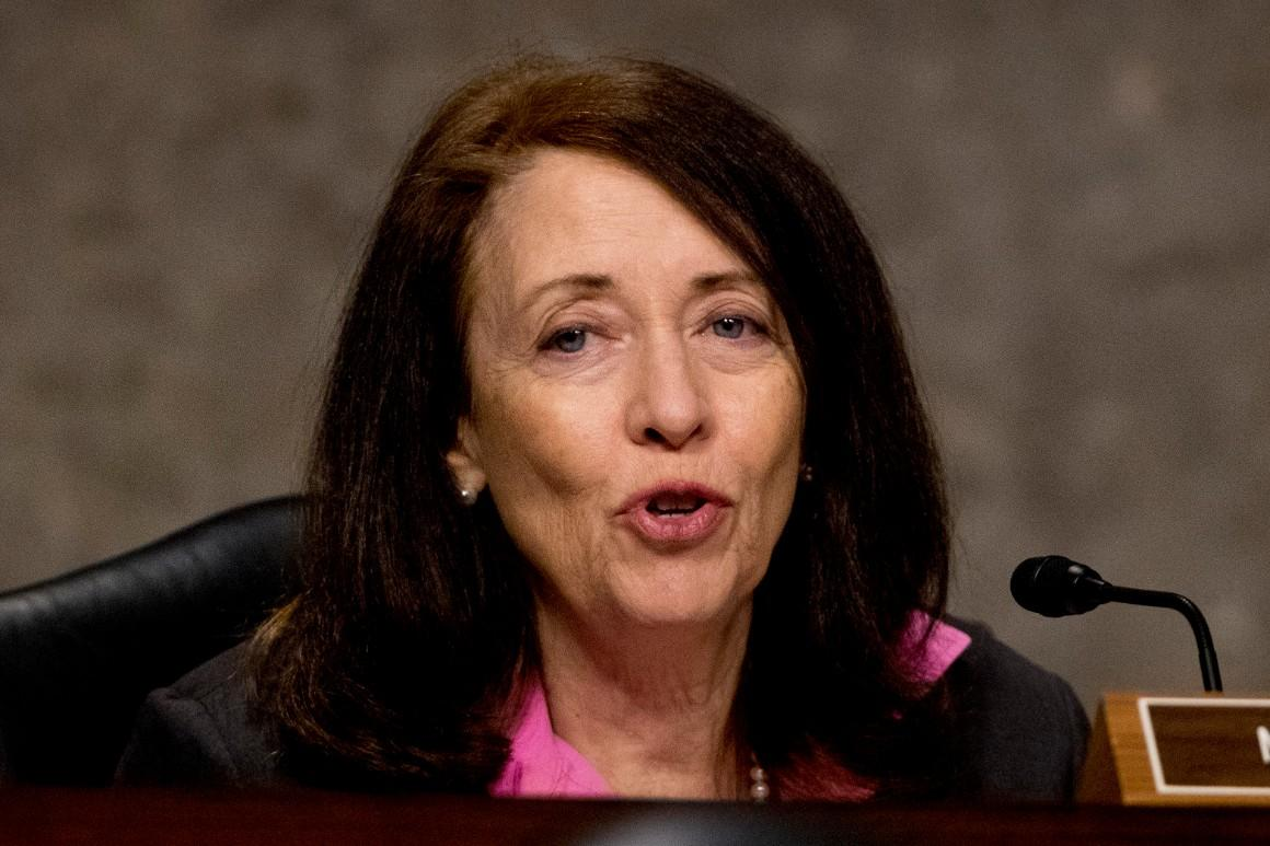 Senators roll out bipartisan bill to require TSA temperature checks