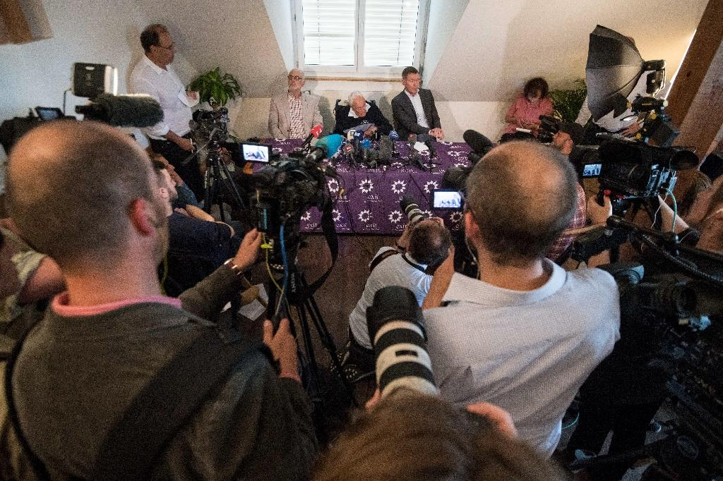 Goodall hoped his case would help government thinking on assisted dying to evolve (AFP Photo/SEBASTIEN BOZON)