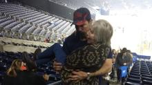 Good News des Tages: Feuerwehrmann hilft Frau und geht viral