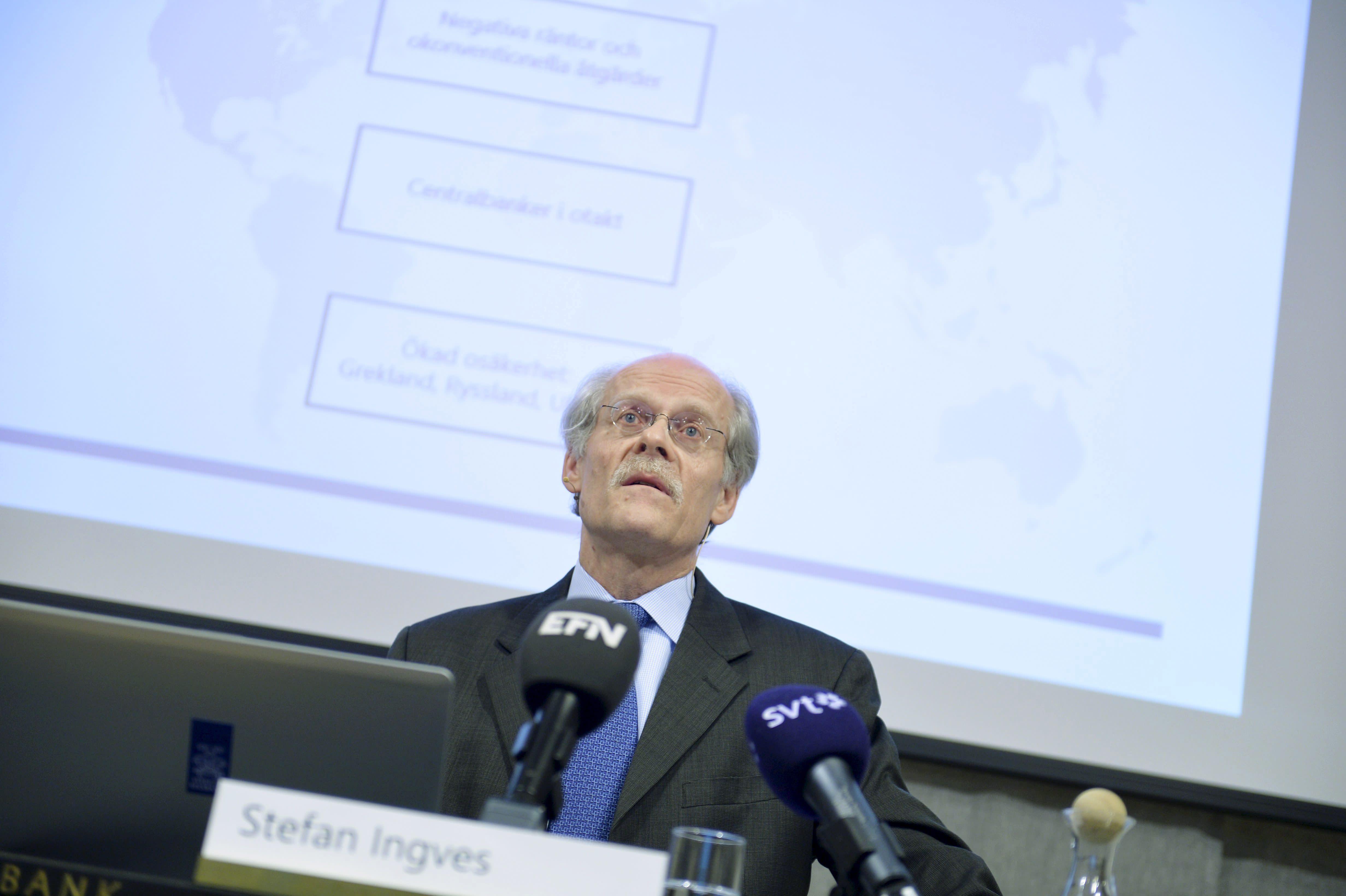 Stefan Ingves, governor of the Swedish central bank Riksbanken, holds a news conference at the bank's headquarters in Stockholm, on February 12, 2015 (AFP Photo/Vilhelm Stokstad)