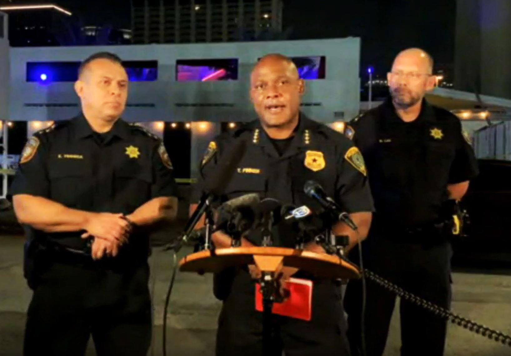 Gunman and one other person dead in shooting at Clé nightclub in Houston – Yahoo News