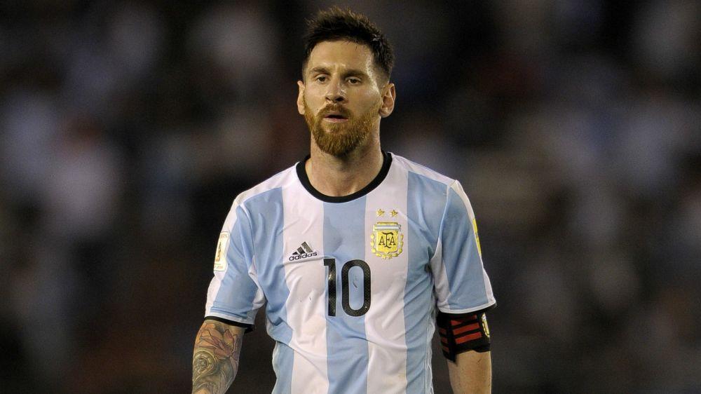 Maradona defende Messi em caso de suspensão nas Eliminatórias