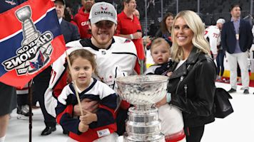 Oshie pulls great move on day with Cup