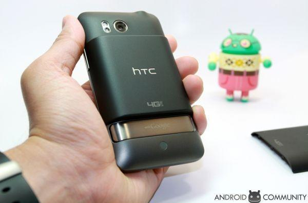 Verizon and HTC offer Thunderbolt extended battery, give your phone dumps like a truck