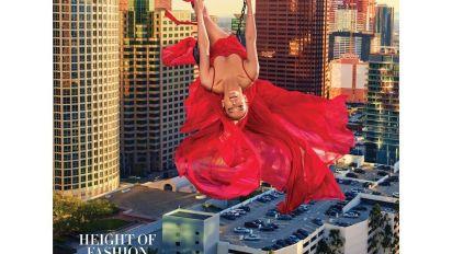 ¡Jennifer López se lanza desde un edificio!; mira las fotos