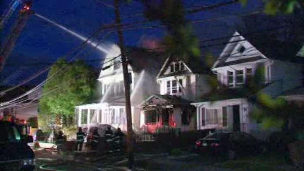 Fast-moving fire rips through homes in Mt. Vernon