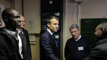 Calais : Macron à la rencontre des migrants pour défendre sa politique controversée