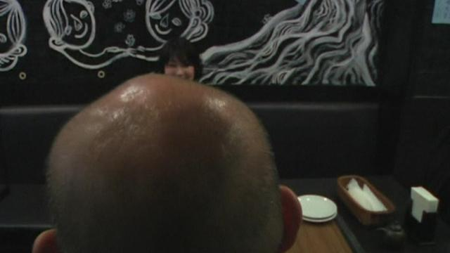 Tokyo pub baldly puts bald people first
