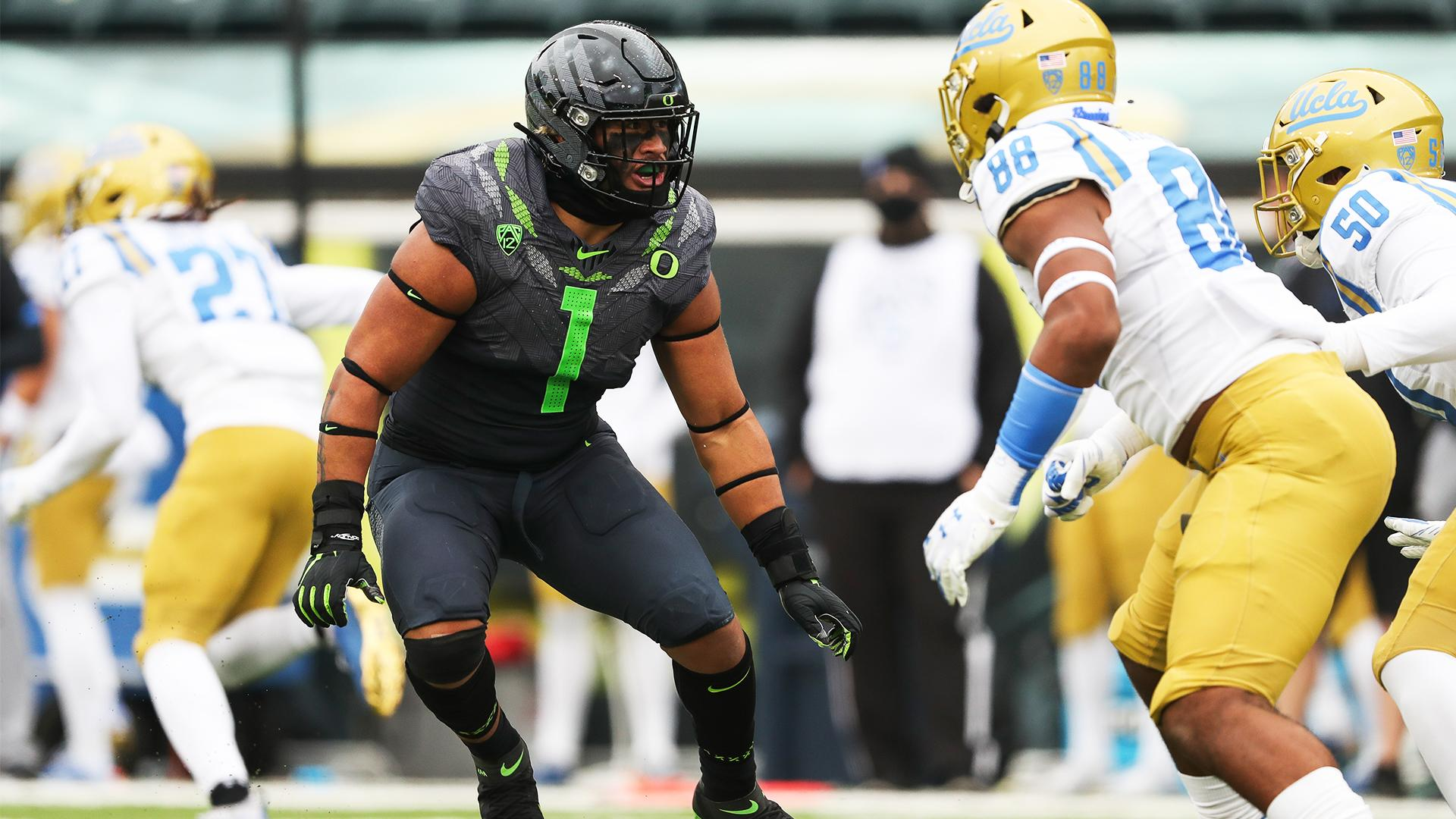 "Noah Sewell ""looked good"" at Oregon Football practice on Monday"