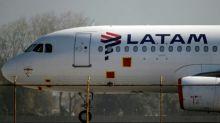 LATAM reabre rotas internacionais e aumenta fluxo de voos locais
