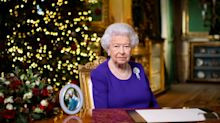 No, the Queen doesn't wait until February to take down her Christmas decorations