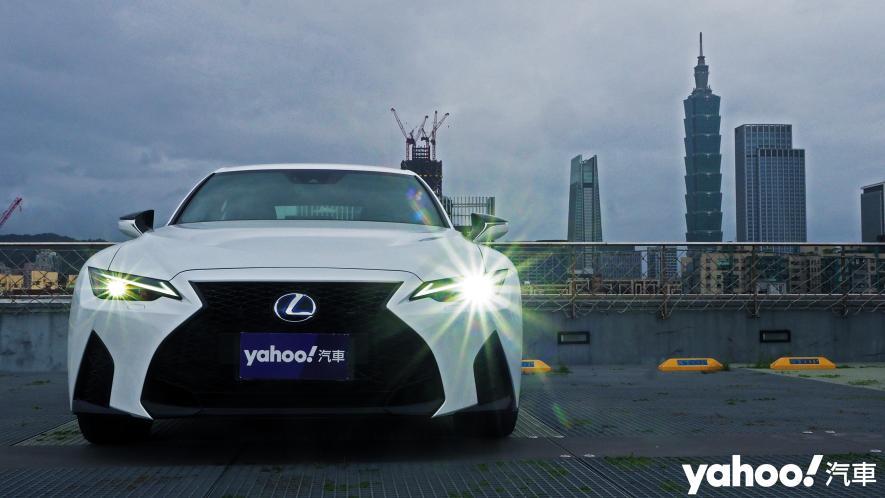 跑格煉成陣下的折衷之作!2021 Lexus小改款IS300h F Sport試駕 - 4