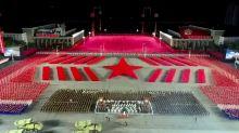 """Coronavirus. Ante un imponente desfile militar, Kim Jong-un celebra que """"ni una sola persona"""" en Corea del Norte tiene Covid-19"""