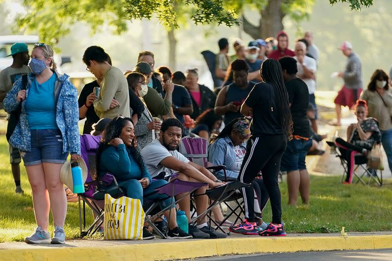 People line up outside Kentucky Career Center in Frankfort