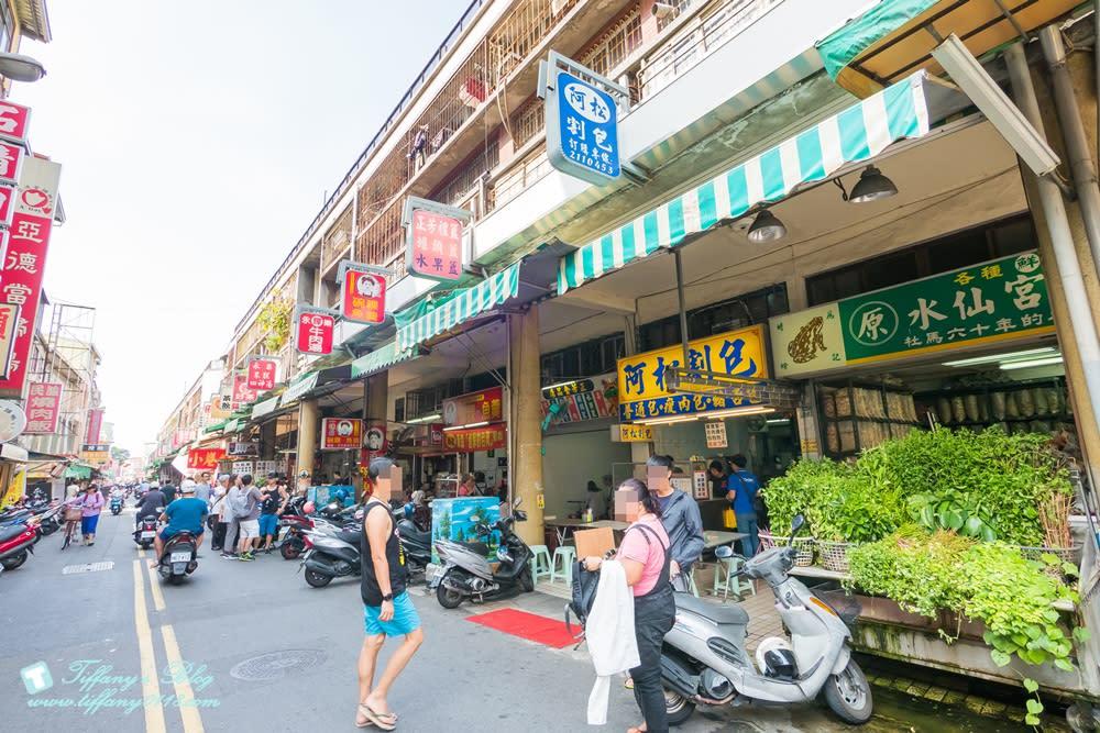 [台南美食]阿松割包/國華街永樂市場上超特別的豬舌包/內用附手套還附湯超貼心