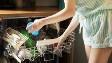 5 Dinge, die du auf keinen Fall in die Spülmaschine räumen solltest
