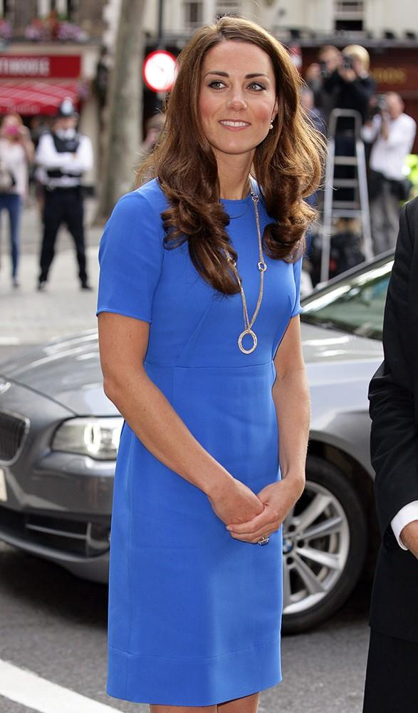 Kate looked vibrant in Stella McCartney while visiting the National Portrait Gallery.