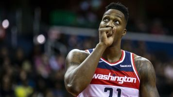Dwight's nagging injury forces him to leave game