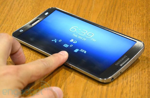Samsung Galaxy Round hands-on