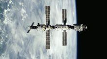 Astronautas saem do confinamento em módulo russo após vazamento de ar na ISS