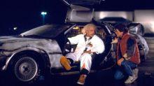 Fã de 'De Volta Para o Futuro' é multado por acelerar DeLorean até a velocidade que o faria viajar no tempo