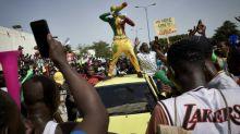 Presos no Mali líderes de protestos contra presidente, que dissolve corte constitucional