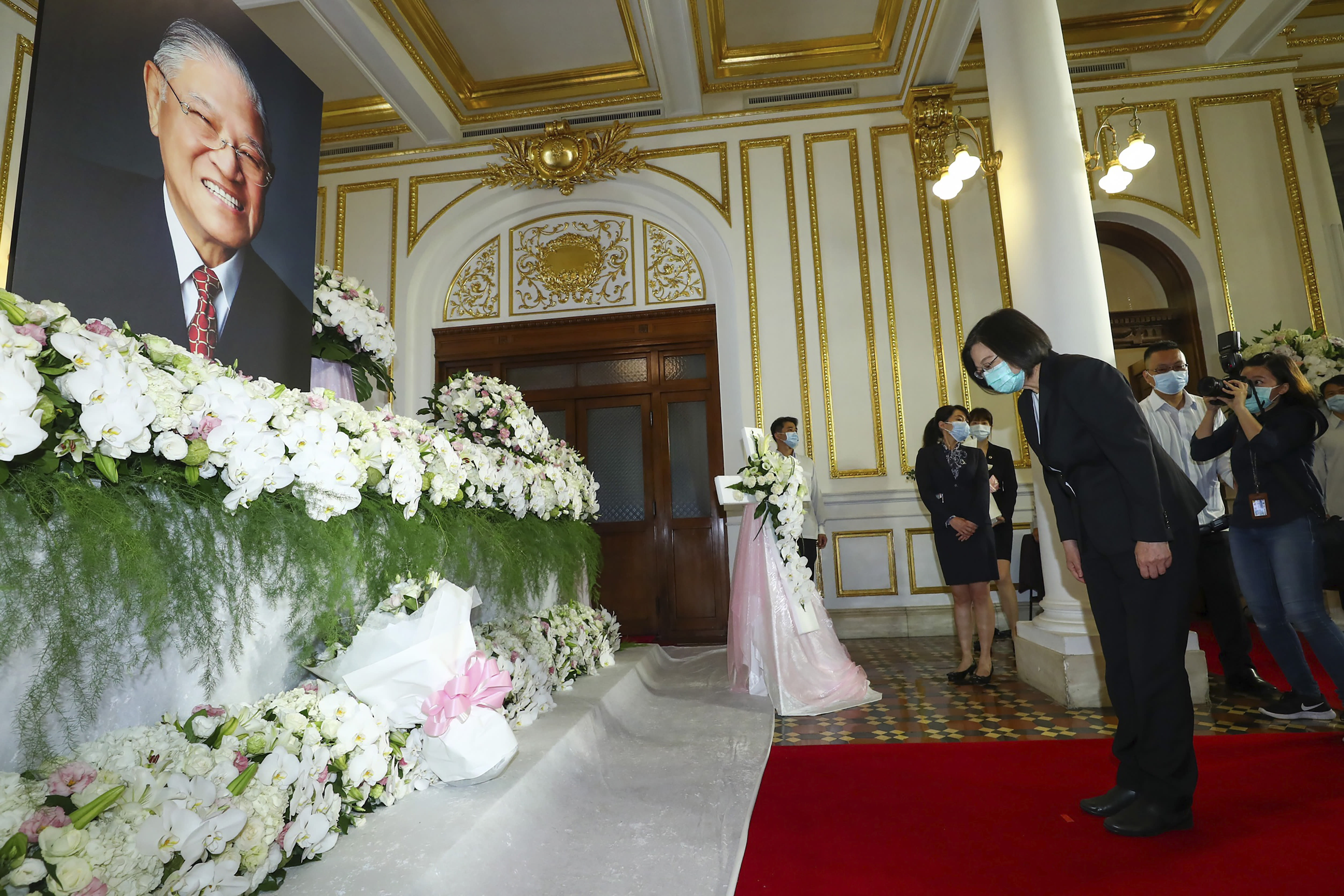 In this photo released by the Taiwan Presidential Office, Taiwan's President Tsai Ing-wen pays her respects at a memorial for former Taiwanese President Lee Teng-hui in Taipei, Taiwan, Saturday, Aug. 1, 2020. Lee, who brought direct elections and other democratic changes to the self-governed island despite missile launches and other fierce saber-rattling by China, died on Thursday at age 97. (Taiwan Presidential Office via AP)