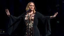 Lo stile unico (in tutti i sensi) di Adele sul palco