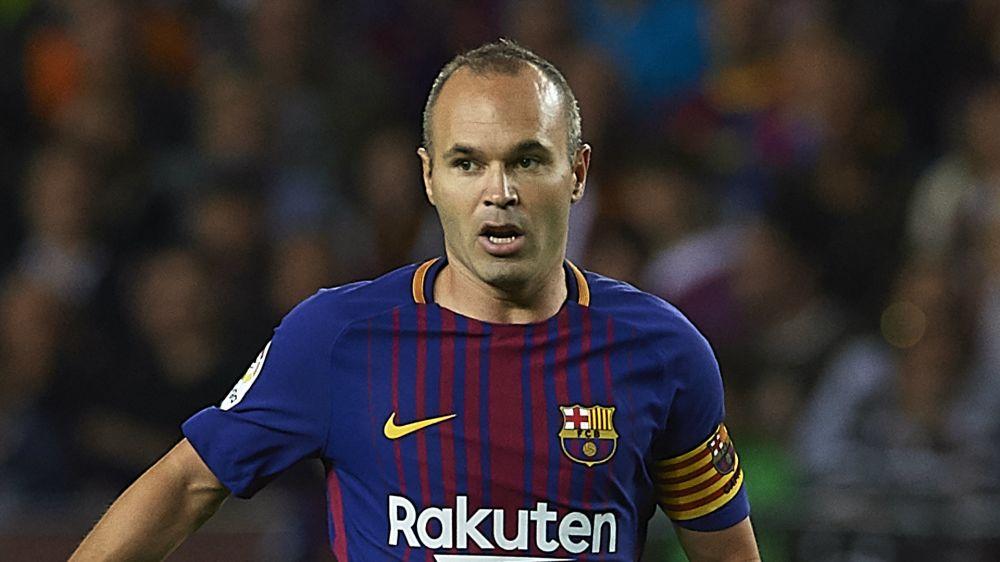 """Iniesta: """"¿Pirlo? Es imposible jugar en el Barcelona hasta los 39"""""""
