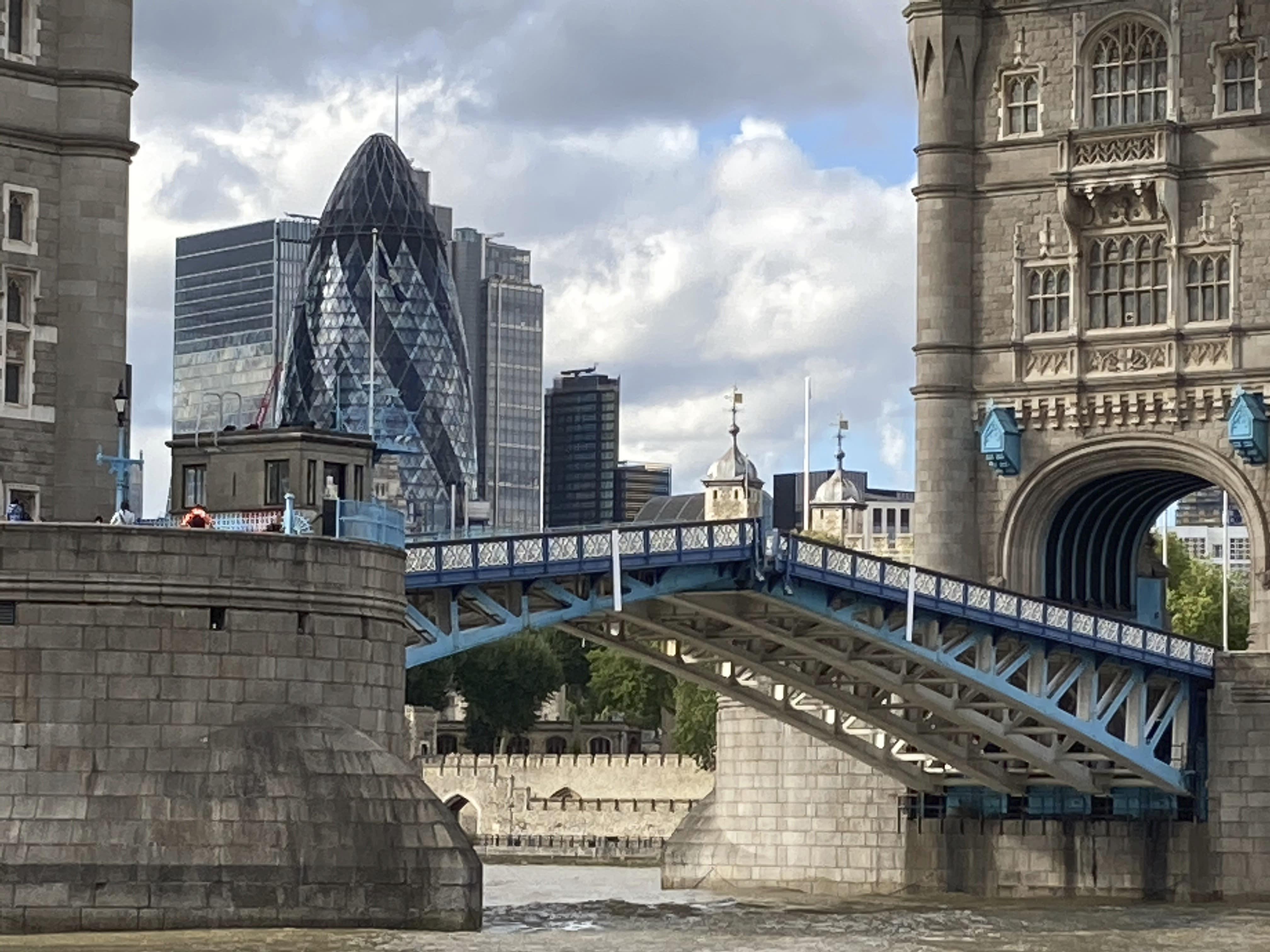 Tower Bridge stuck open, causing traffic chaos