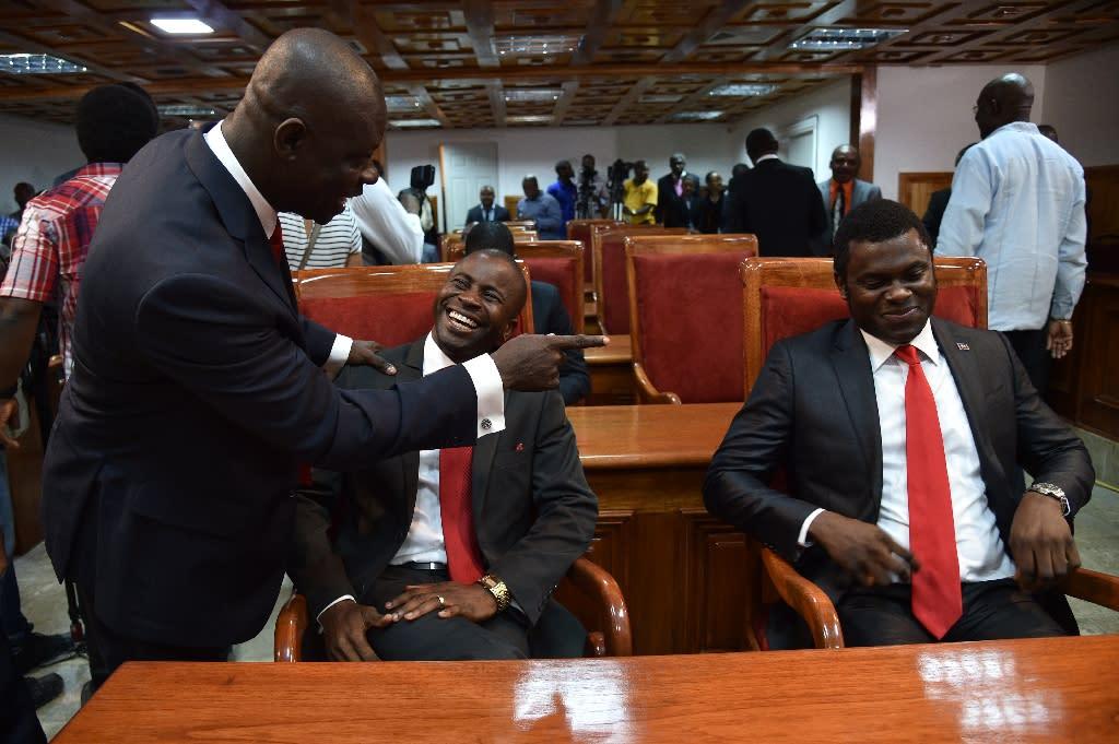 Senators confer at the Haitian parliament in Port-au-Prince, on January 11, 2016 (AFP Photo/Hector Retamal)
