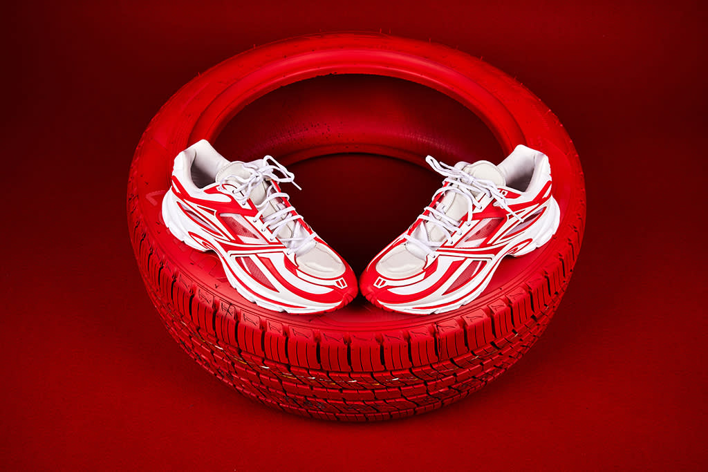 Preludio itálico Comiendo  Reebok and Kanghyuk Continue Their Collaborative Car Part Theme With a Bold  Red and White Look